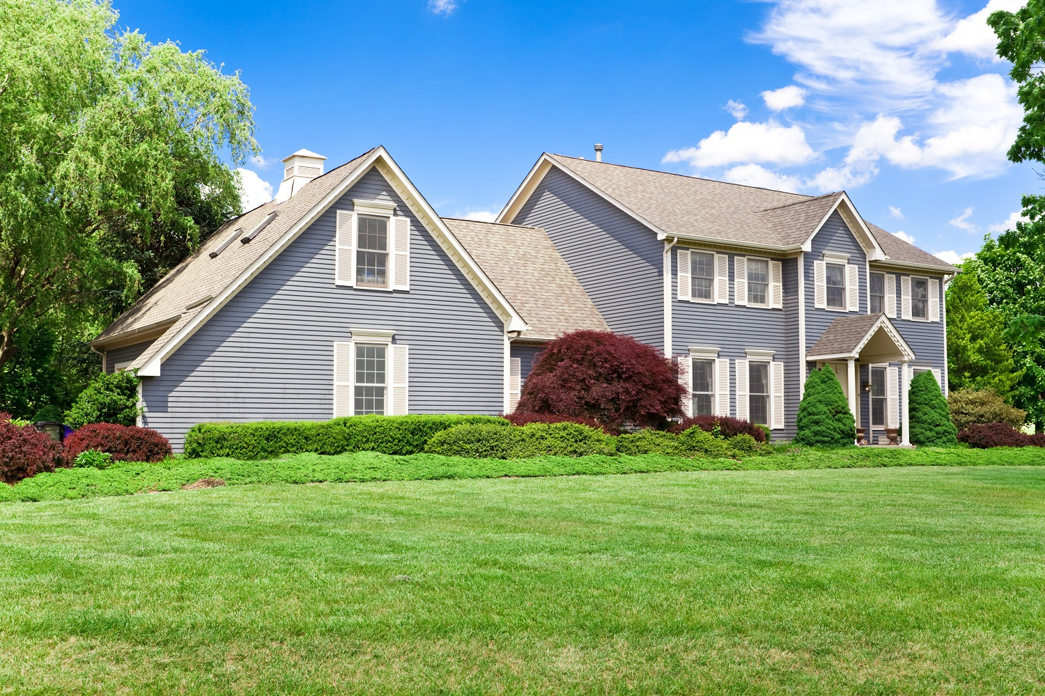 7 Signs You Need New Exterior Paint on Your Home